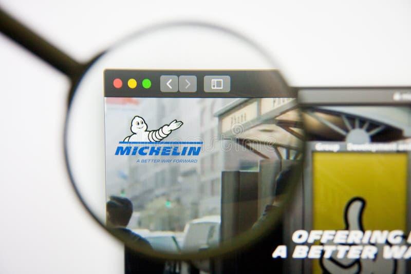 Лос-Анджелес, Калифорния, США - 14-ое февраля 2019: Домашняя страница вебсайта группы Michelin Логотип группы Michelin видимый на стоковые изображения rf