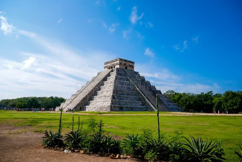 Майяская пирамида Kukulkan стоковые фотографии rf