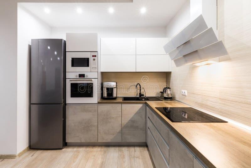 Малая уютная кухня стоковые фото
