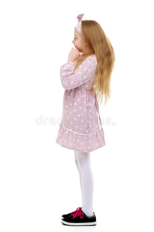 Маленькая девочка думает стоковые изображения rf