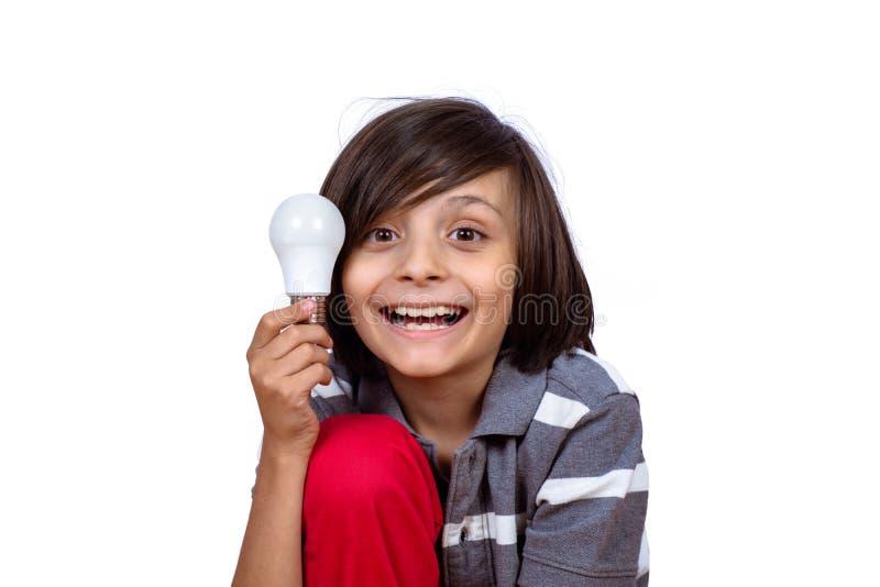 Мальчик держа электрическую лампочку стоковые фотографии rf