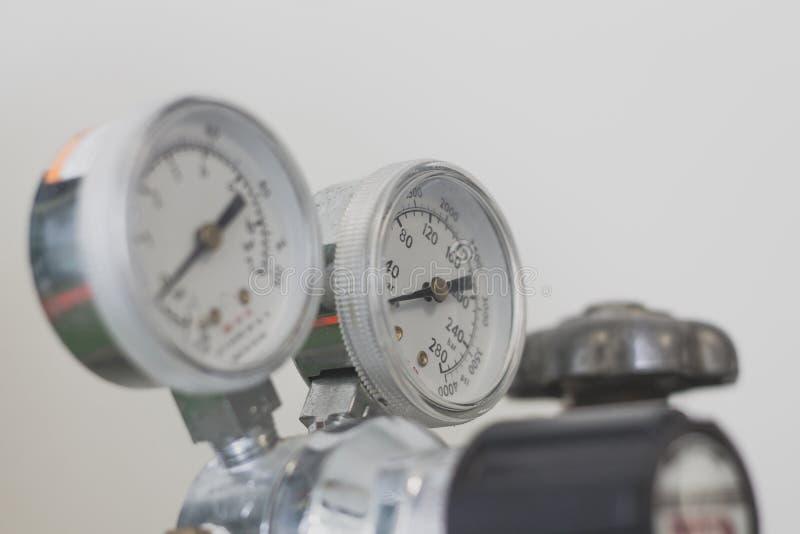 Манометр на газовом регуляторе стоковая фотография