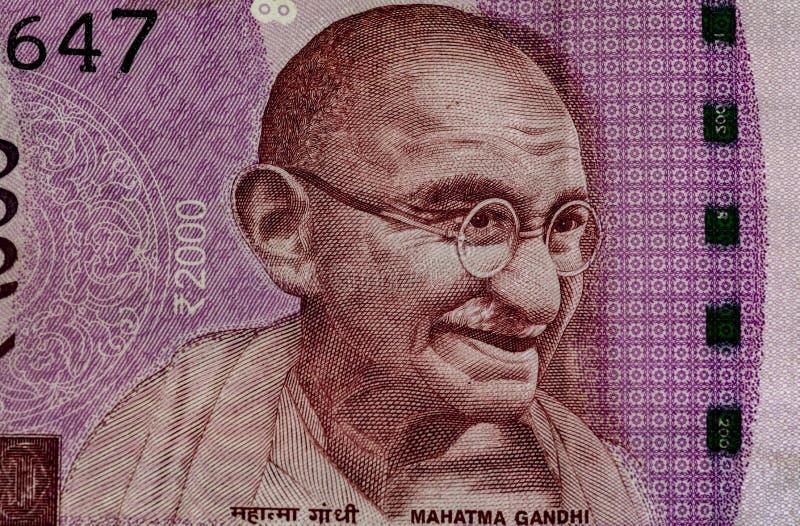 Махатма Ганди на 2000 примечаниях рупии стоковая фотография