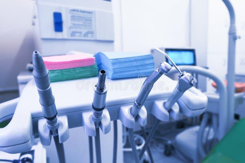 медицинский офис Офис дантиста, гигиена полости рта, зубоврачебный конец-вверх аппаратур стоковая фотография