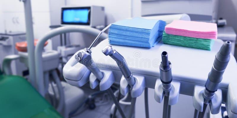 медицинский офис Офис дантиста, гигиена полости рта, зубоврачебный конец-вверх аппаратур стоковое фото