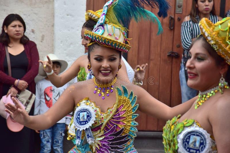 Местные торжества и красочные одежды стоковое изображение