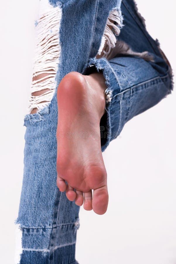 Милые подошвы и ноги девушки стоковые фотографии rf