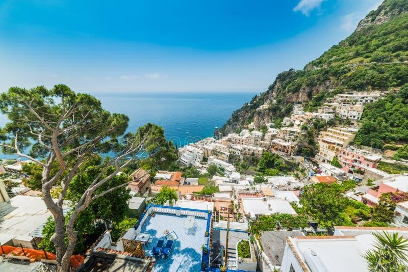 Мир известное Positano на солнечный день стоковые изображения