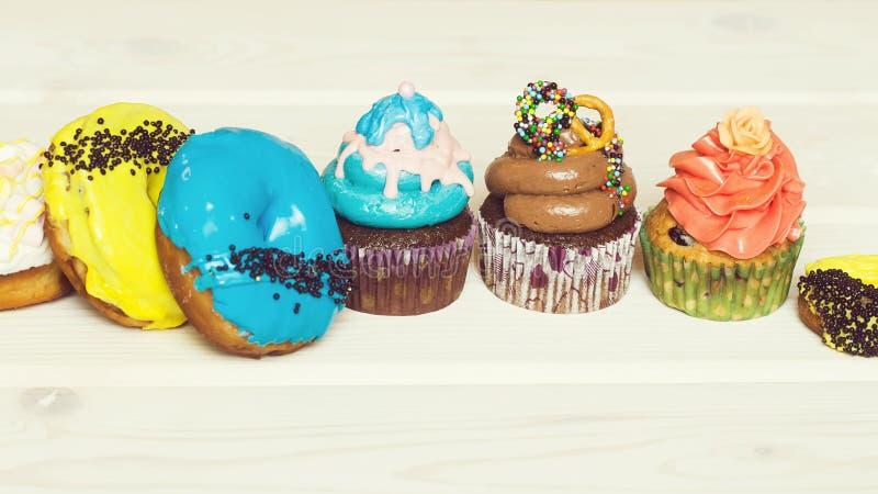 Много сладостных десертов стоковые фотографии rf