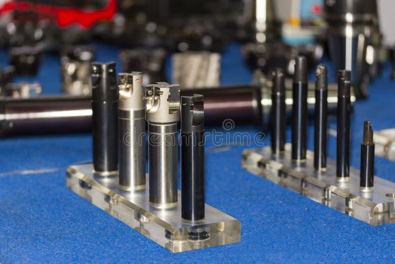 Много тип держателя для инструмента вставки вырезывания металла карбида для центра cnc подвергая механической обработке или филир стоковое фото rf