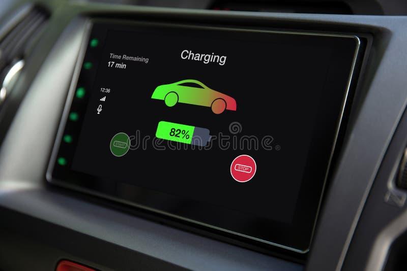 Мультимедийная система касания электрического автомобиля Eco с поручая батареей стоковая фотография