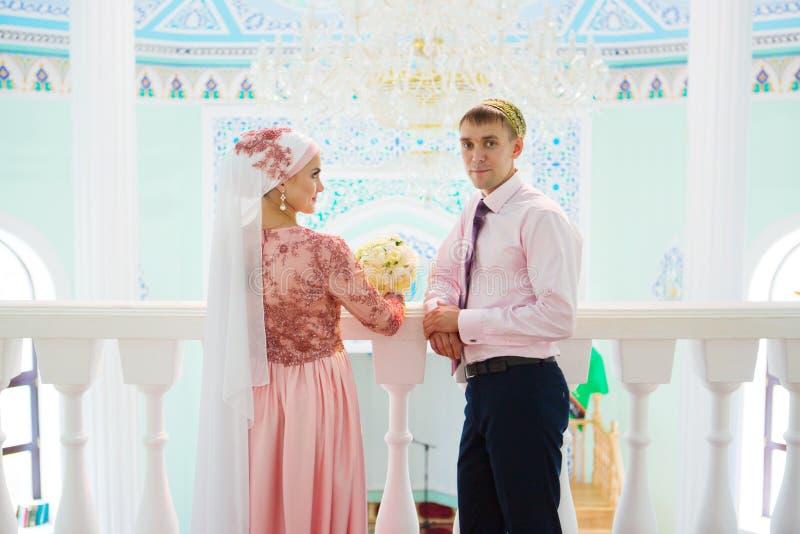 Мусульманская свадьба пары в мечети Nikah стоковая фотография