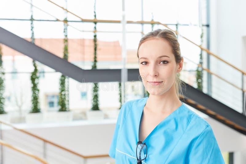 Молодая женщина как врач стоковое изображение rf