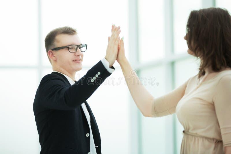 Молодые деловые партнеры давая один другого высоко 5 стоковое фото rf