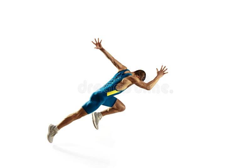 Молодой кавказский человек бежать или jogging изолированный на белой предпосылке студии стоковое фото rf