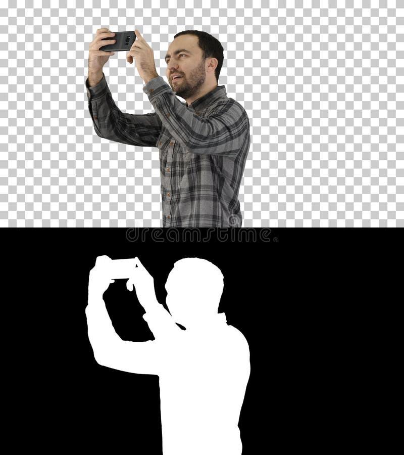 Молодой человек принимая selfie, канал альфы стоковые изображения