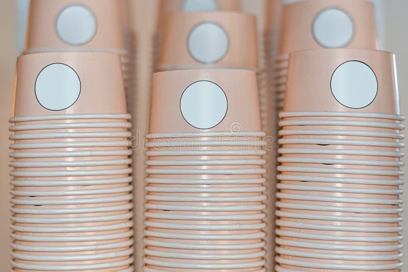 Модель-макет бумажного стаканчика мороженого коралла стоковые фотографии rf