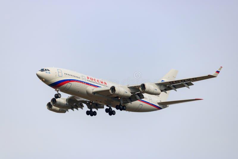 Москва, Россия - 4-ое октября 2017: Воздушное судно IL-96-300PU M1 RA-96020 широк-тела пассажира особенного отряда РОССИИ полета стоковые изображения rf