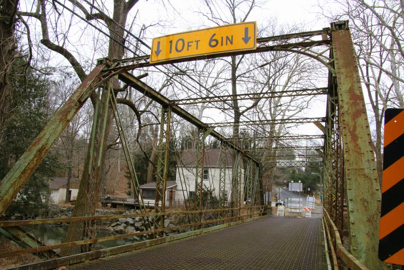 Мост мельницы старых оков закрыт для ремонтов стоковые изображения rf