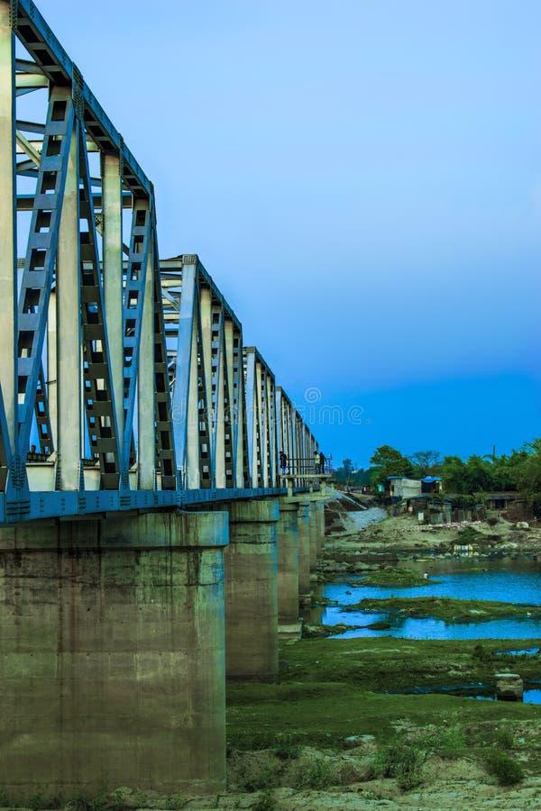 Мост рельса в Бангладеше стоковое фото rf