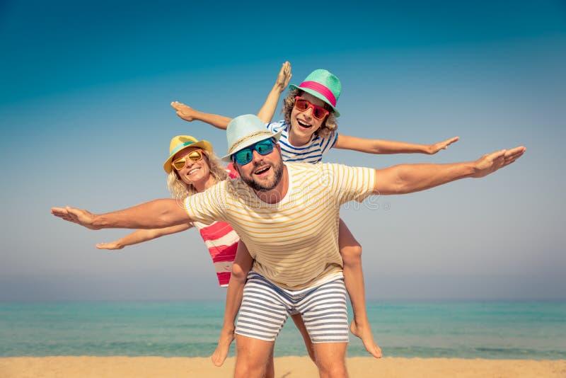 Море пляжа летних каникулов семьи стоковые изображения