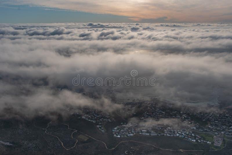 Море облаков в вечере стоковая фотография rf