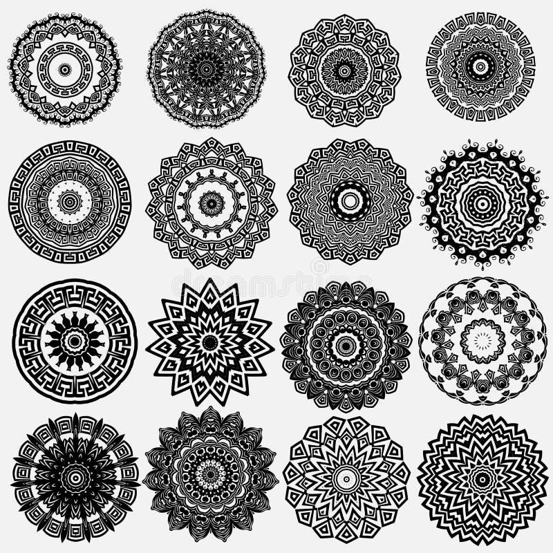 Набор картин мандалы греческого орнаментального черно-белого вектора круглый богато украшенный предпосылки флористическое Геометр иллюстрация вектора