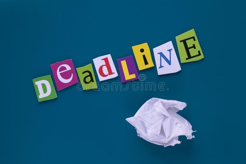Надпись, заголовок - крайний срок Слово писать текст - крайний срок, сделанный различного письма газеты журнала Управление проект стоковые изображения rf