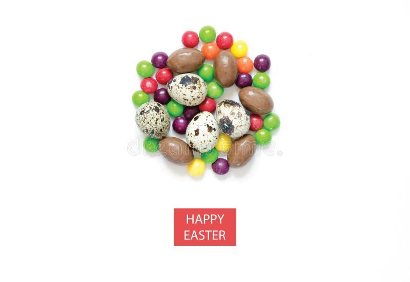 Надпись счастливая пасха Пасхальные яйца, пестротканые помадки стоковое фото