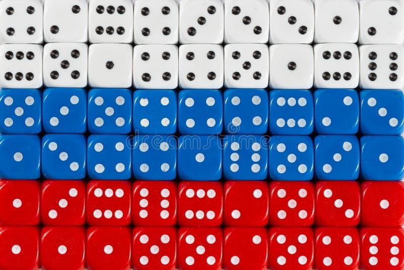 Национальный флаг России в предпосылке dices стоковое изображение