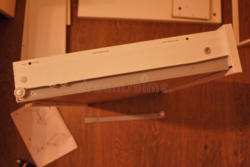Небольшой стол для компьютера и ноутбука стоковые изображения rf