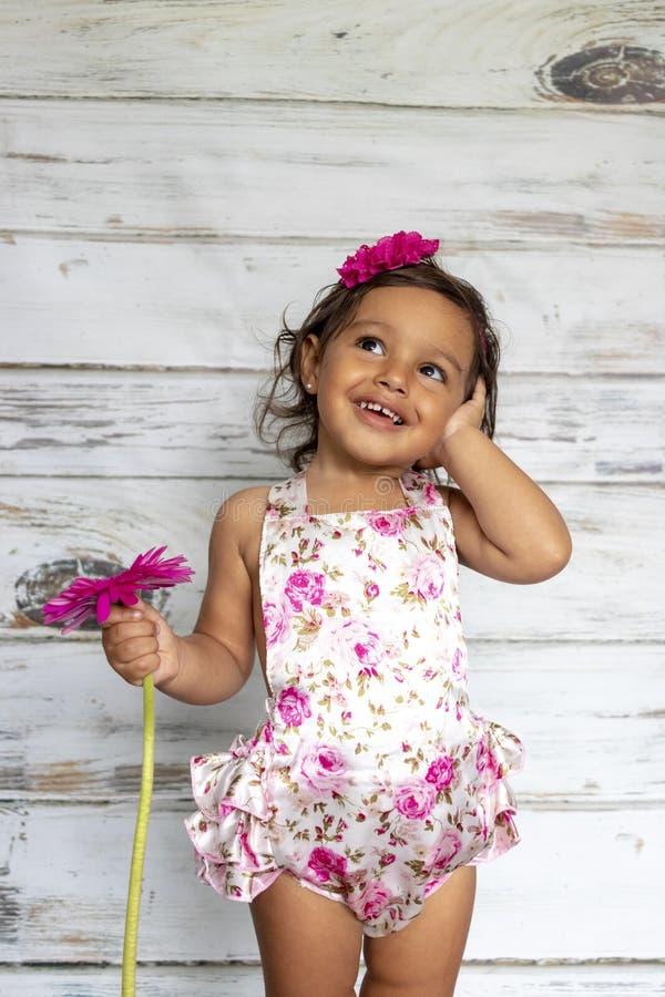 Нежный усмехаясь малыш стоковая фотография