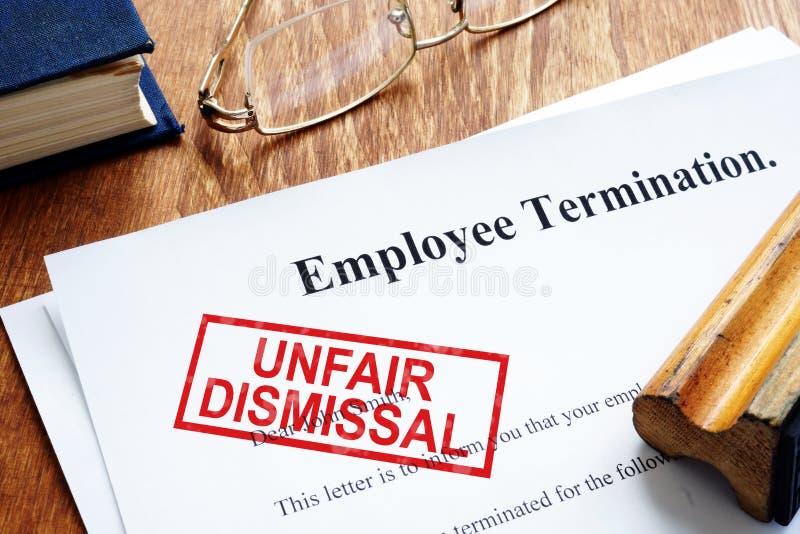 Несправедливая печать отставки на прекращении работника стоковая фотография