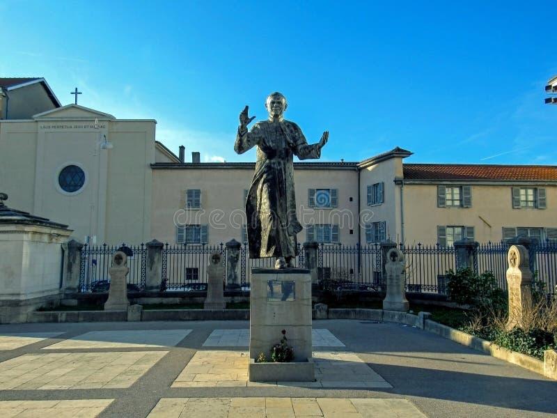 Памятник Папы Иоанна Павла II, головы католической церкви, на верхней части холма Fourviere в Лионе, Франция стоковое фото rf