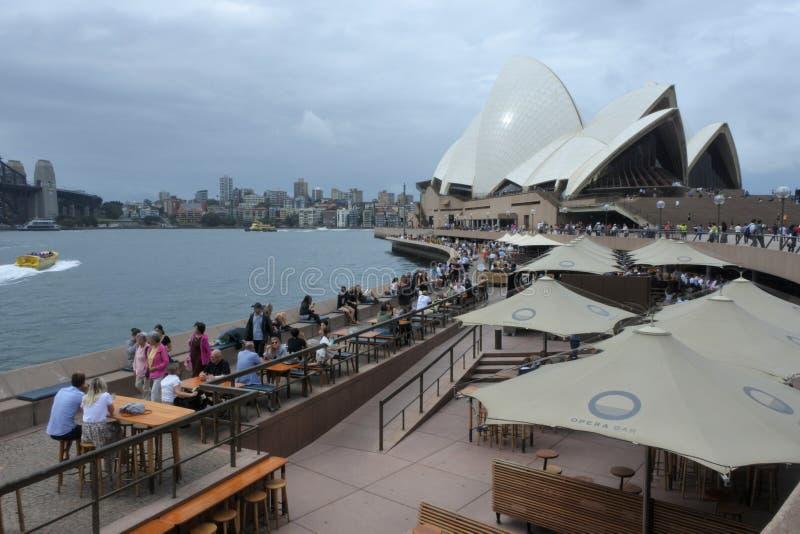 Панорамный взгляд ландшафта моста гавани Сиднея и оперного театра Сиднея стоковое изображение