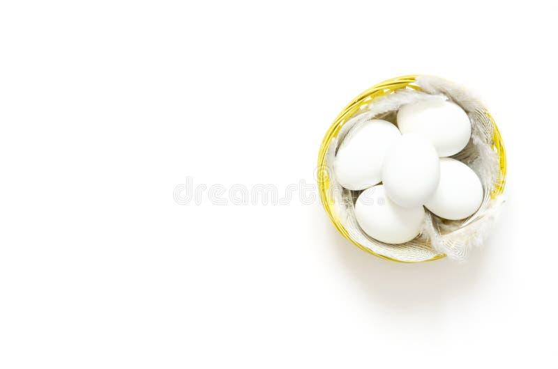 пасхальные яйца корзины пасха счастливая стоковое фото