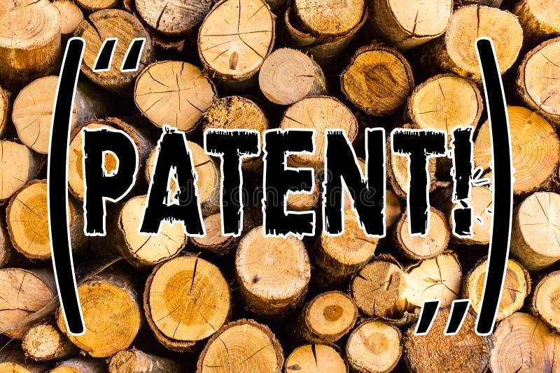 Патент текста почерка Лицензия смысла концепции которая дает права для использования продажи делающ продуктом деревянный год сбор стоковые изображения rf