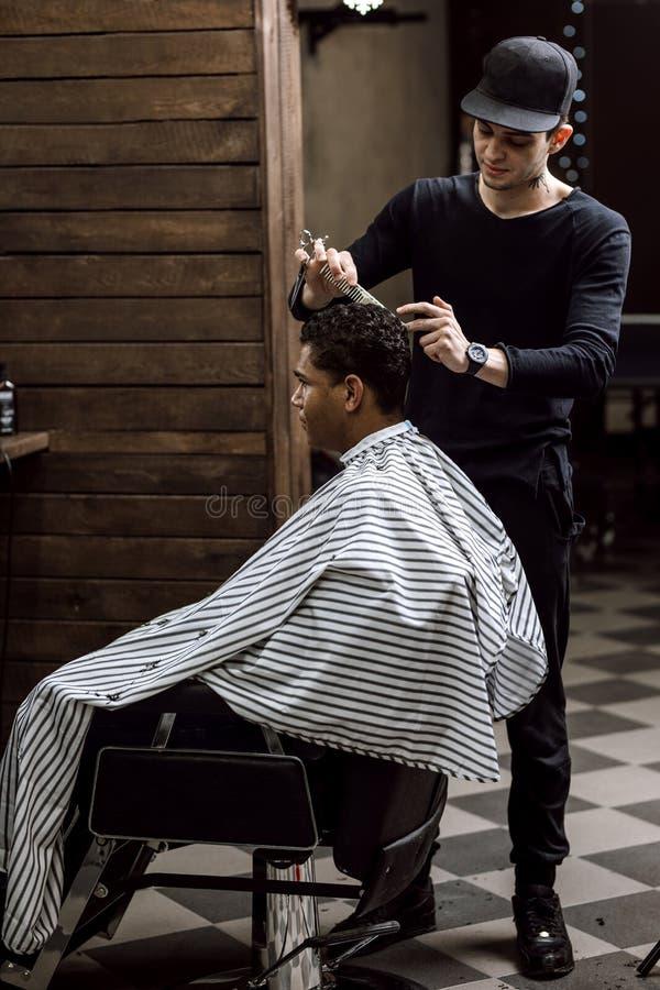 фото в чем одет парикмахер стиле