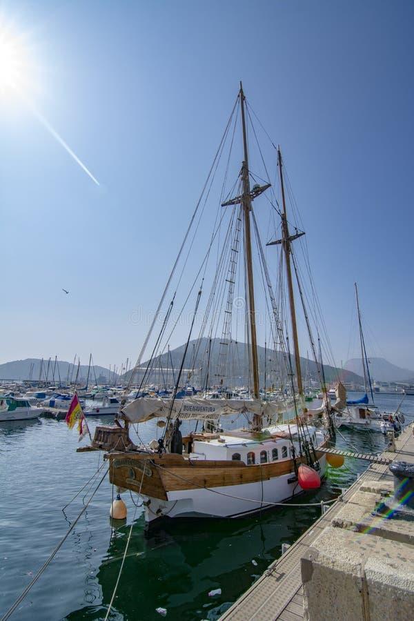 Парусное судно в гавани Cartagena, Испании стоковые изображения