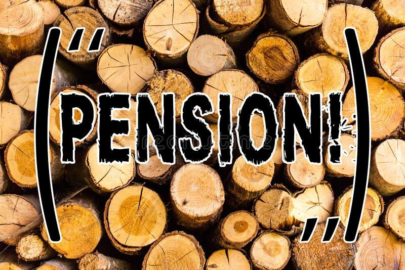Пенсия текста почерка Концепция знача старшии дохода зарабатывает после того как выход на пенсию сохраняет для года сбора виногра стоковое изображение