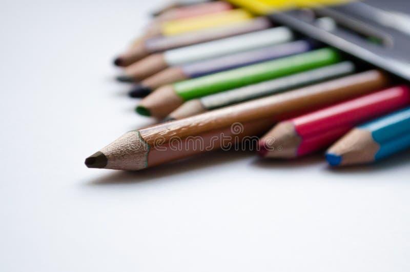 Пестротканые карандаши 12 карандашей Покрашенные карандаши для творческих способностей Карандаши цвета для рисовать стоковые изображения