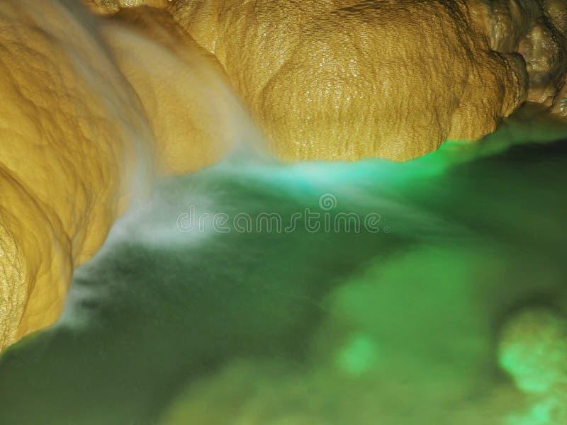 Пещера Gyokusendo на мире Окинава в Японии стоковое фото