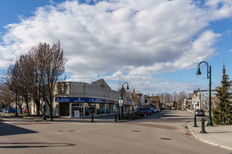 ПЕРЕПАД, КАНАДА - 24-ое февраля 2019: взгляд улицы пригорода маленького города Ladter рыбацкого поселка Ванкувера стоковые изображения
