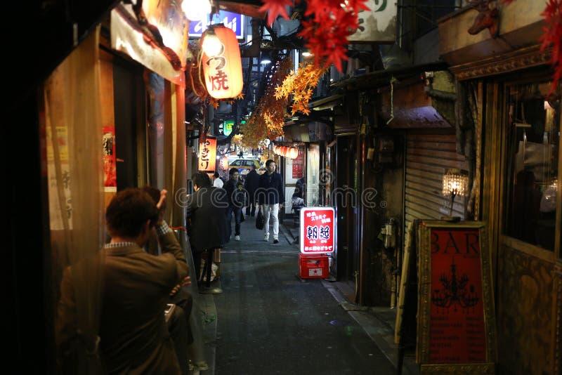 Переулок улицы еды Shinjuku стоковое фото rf