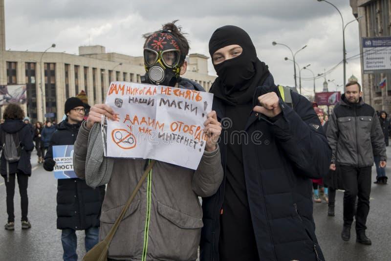 Перспектива Сахарова Интернет политического митинга бесплатно Молодость с политическими плакатами стоковые изображения rf