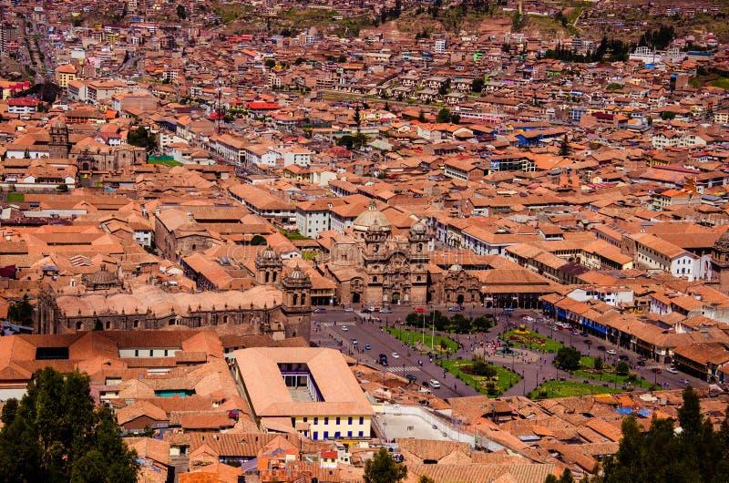 Перу, Cusco -го май, вид с воздуха, город-scape, крыши, церков, дома стоковое фото rf