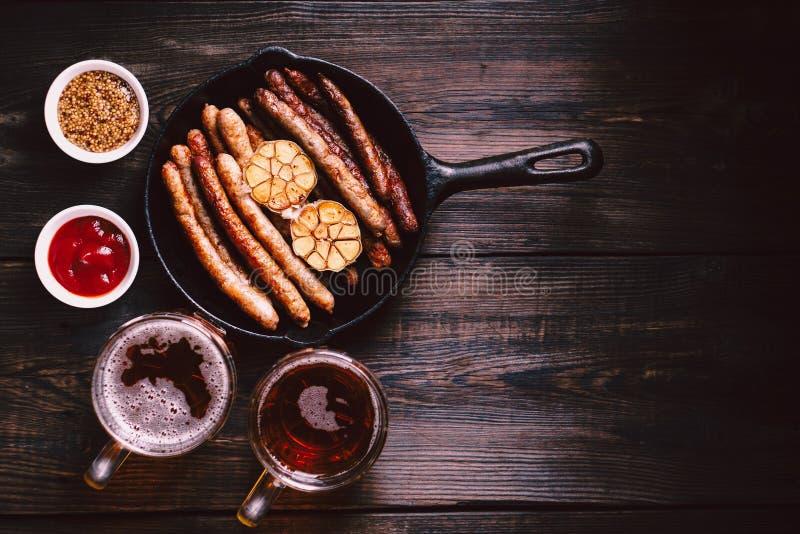 Пиво и сосиски ремесла oktoberfest еда, паб стоковое изображение