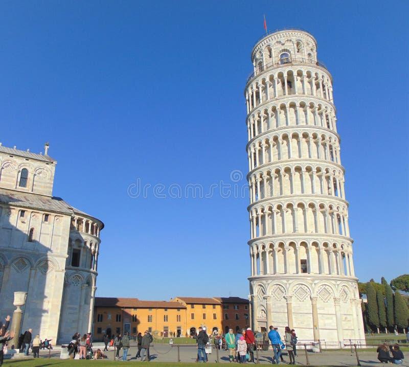 Пиза Тоскана Италия Башня склонности Пизы с много туристами стоковое фото rf