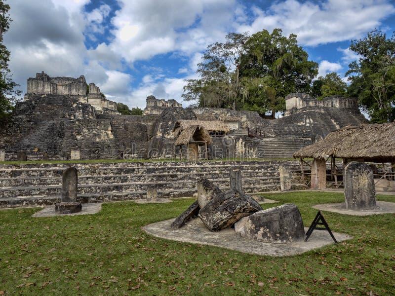 Пирамиды в городе нации самом значительном майяском парка Tikal, Гватемалы стоковое изображение