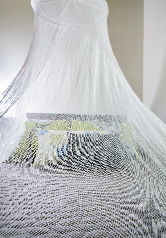 Плетение москита над кроватью стоковые изображения rf